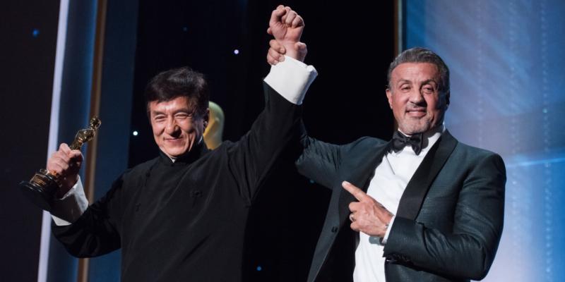 Сильвестр Сталлоне поздравляет Джеки Чана с получением почетной награды (2016)